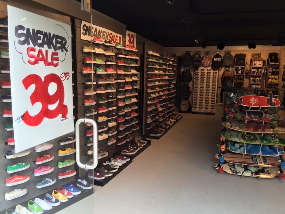 De winkel Wearhouse met de sneaker sale